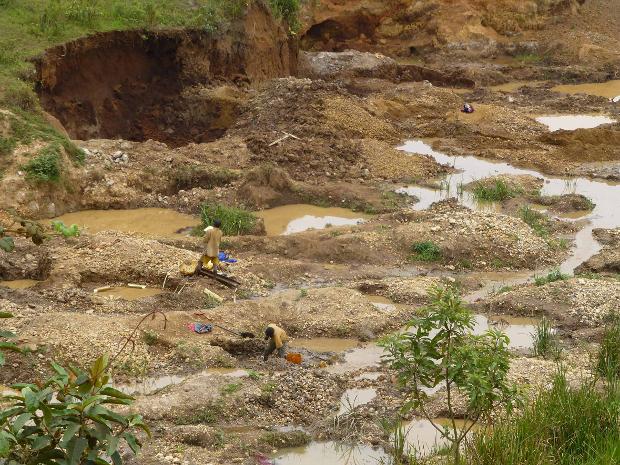 conflict-minerals-mining.jpg