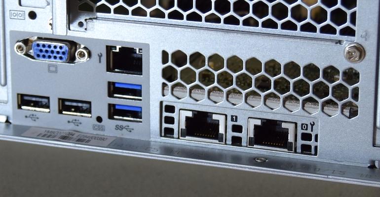 fujitsu-rx2540-lan-port-detail.jpg
